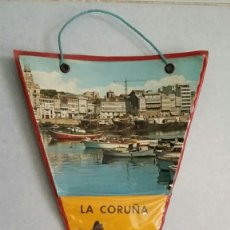 Banderines de colección: BANDERIN TRIANGULAR PLASTIFICADO DE LA CORUÑA DE LOS PRIMEROS AÑOS SESENTA. BUEN ESTADO, ORIGINAL.. Lote 74278615