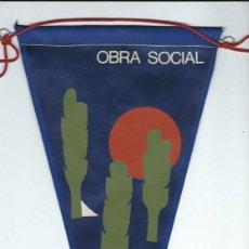 Fanions de collection: AG 50 - BANDERIN DE LA OBRA SOCIAL EN TELA SERIGRAFIADO EN COLOR AÑOS 60 PERFECTO. Lote 77501477