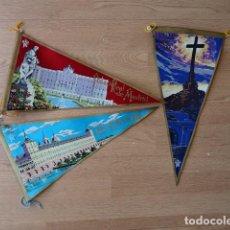 Banderines de colección: LOTE DE 3 BANDERINES ANTIGUOS PINTADOS EN TELA - EL ESCORIAL Y VALLE DE LOS CAIDOS. Lote 81283324