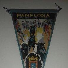 Banderines de colección: BANDERIN PAMPLONA SAN FERMIN ENCIERRO DE TOROS NAVARRA PAIS VASCO AÑOS 60 ORIGINAL. Lote 91409445