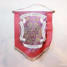 Banderines de colección: BANDERÍN CUERPO DE BOMBEROS DE CARACAS, 25 ANIVERSARIO, 1937, 22X17 CM. Lote 133672565
