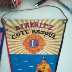 Banderines de colección: BIARRITZ. BANDERIN LIONS INTERNATIONAL. . Lote 98608131