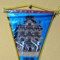 Banderines de colección: BANDERIN PAMPLONA TELA PLASTIFICADA. Lote 101233126