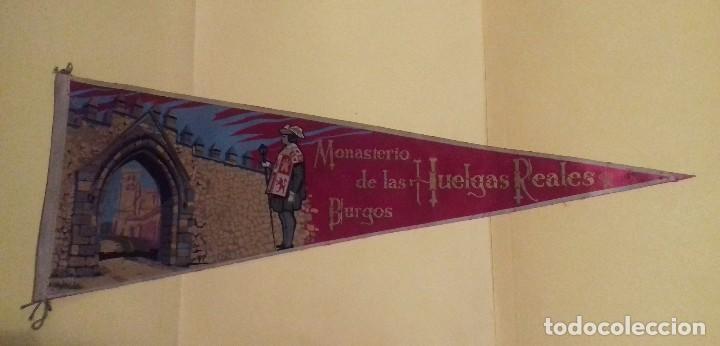 BANDERÍN GRANDE MONASTERIO LAS HUELGAS REALES. BURGOS. TELA. 49 CM. AÑOS 60-70. AL DORSO: IRUPE. (Coleccionismo - Banderines)