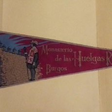 Banderines de colección: BANDERÍN GRANDE MONASTERIO LAS HUELGAS REALES. BURGOS. TELA. 49 CM. AÑOS 60-70. AL DORSO: IRUPE.. Lote 101785767
