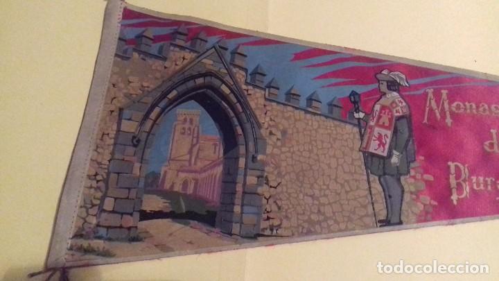 Banderines de colección: Banderín grande Monasterio LAS HUELGAS Reales. Burgos. Tela. 49 cm. Años 60-70. Al dorso: IRUPE. - Foto 3 - 101785767