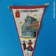 Banderines de colección: ANTIGUO BANDERIN DE TELA - CATEDRAL ROMANICA DE JACA ( HUESCA) - AÑOS 60 ... R-8466. Lote 113405367