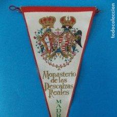 Banderines de colección: ANTIGUO BANDERIN DE TELA - MONASTERIO DE LAS DESCALZAS REALES (MADRID) - AÑOS 60 ... R-8467. Lote 113406063