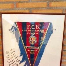 Banderines de colección: BANDERÍN DEL BARCELONA DEDICADO POR LOBO CARRASCO. Lote 116064319