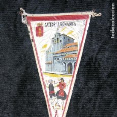 Banderines de colección: F1 BANDERIN DE ROPA Y PLASTIFICADO CATEDRAL ROMANICA JACA MD 28 X 16. Lote 118384143