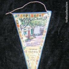 Banderines de colección: F1 BANDERIN PLASTIFICADO DE TERMAS VICTORIA LES DESEA FELIZ NAVIDAD MD 20 X 11 . Lote 118657239