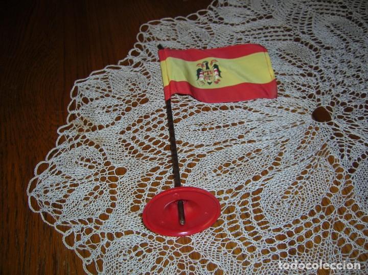 ANTIGUO BANDERÍN DE ESPAÑA CON MÁSTIL.ÉPOCA FRANQUISTA. (Coleccionismo - Banderines)