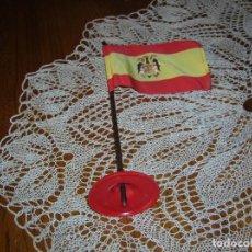 Banderines de colección: ANTIGUO BANDERÍN DE ESPAÑA CON MÁSTIL.ÉPOCA FRANQUISTA.. Lote 132451874