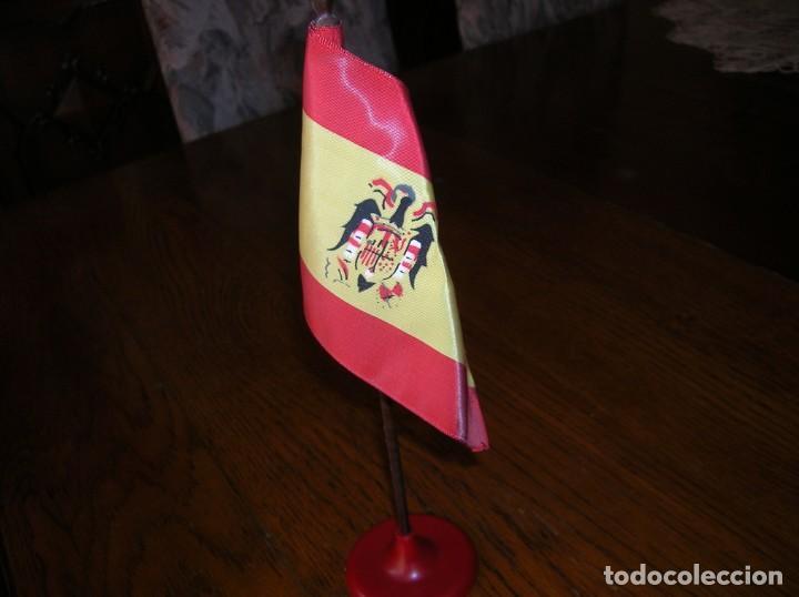 Banderines de colección: Antiguo banderín de España con mástil.época franquista. - Foto 2 - 132451874
