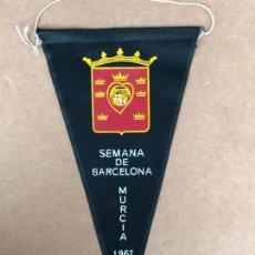 Banderines de colección: SEMANA DE BARCELONA MURCIA BANDERIN 1962. Lote 133649698
