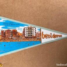 Banderines de colección: BANDERIN ANTIGUO BENIDORM, PLAYA DE LEVANTE , AÑOS 60. Lote 133649818