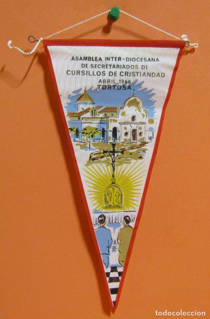 BANDERIN TORTOSA ASAMBLEA INTER-DIOCESANA CURSILLOS CRISTIANDAD ABRIL 1966 13 X 26,5 CMS APROX. (Coleccionismo - Banderines)