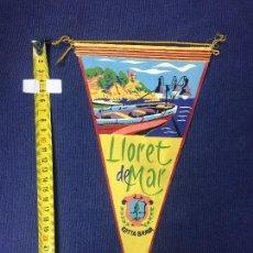 Banderines de colección: BANDERIN LLORET DE MARCOSTA BRAVA AÑOS 50 27X16CMS. Lote 151859494