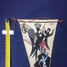 Banderines de colección: BANDERIN SEMANA DEL ESTUDIANTE 1957 21X18CMS. Lote 151860830