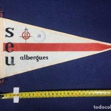 Banderines de colección: BANDERIN TELA SEU ALBERGUES AÑOS 50 33X19CMS. Lote 151864646