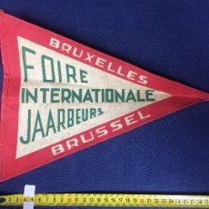 Banderines de colección: ANTIGUO BANDERÍN FOIRE INTERNATIONALE JAARBEURS BRUXELLES BRUSSEL BRUSELAS 30 CM. Lote 152927210