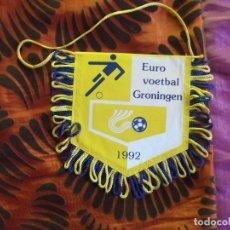 Banderines de colección: BANDERINES-V39-B-ANTIGUO-10X9CM-EURO VOETBAL GRONINGEN-1992. Lote 159709206