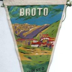 Banderines de colección: BANDERÍN EN TELA BROTO PIRINEO ARAGONÉS. Lote 159767482