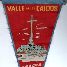 Banderines de colección: BANDERÍN EN TELA ABADÍA DE SANTA CRUZ VALLE DE LOS CAÍDOS. Lote 159770722