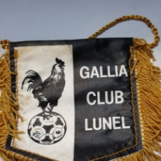 Banderines de colección: BANDERIN ANTIGUO GALLIA CLUB LUNEL FUTBOL. Lote 160300384
