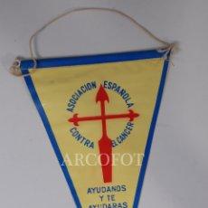 Banderines de colección: 1 BANDERÍN - ASOCIACIÓN ESPAÑOLA CONTRA EL CÁNCER - AYÚDANOS Y TE AYUDARÁS. Lote 168221300