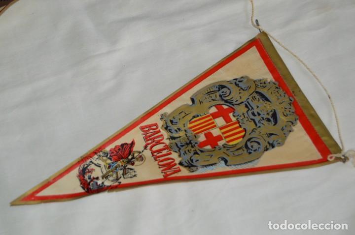 Banderines de colección: Vintage - LOTE 2 BANDERINES - BARCELONA / MONTSERRAT - PRECIOSOS - AÑOS 60 - HAZ OFERTA! - Foto 2 - 171026797