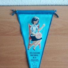 Banderines de colección: BANDERÍN DELEGACIÓN NACIONAL DE LA SECCIÓN FEMENINA FET Y DE LAS JONS AÑO 1966 - FALANGE. Lote 171364874