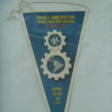 Banderines de colección: BANDERIN DE LA FERIA DE MUESTRAS IBERO-AMERICANA DE SEVILLA , 1968 . EN INGLES. DE ALVAREZ GAMEZ. Lote 171896462