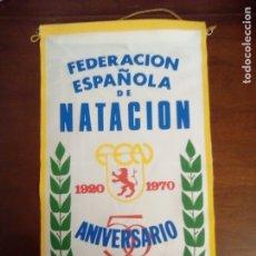 Banderines de colección: ANTIGUO BANDERÍN DEL 50 ANIVERSARIO DE LA FEDERACIÓN ESPAÑOLA DE NATACIÓN.. Lote 172914312