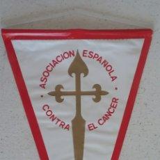 Banderines de colección: ASOCIACION ESPAÑOLA CONTRA EL CANCER ,,AYÚDANOS Y TE AYUDARÁS,, BANDERÍN.. Lote 173812493