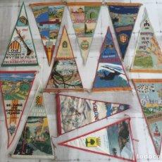 Banderines de colección: LOTE 12 BANDERINES DE TELA DE LUGARES DE CATALUNYA - AÑOS 60'S. Lote 175086930