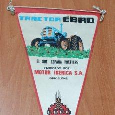 Banderines de colección: BANDERIN TRACTOR EBRO - MOTOR IBERICA BARCELONA. Lote 177519497