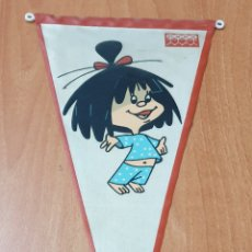 Banderines de colección: BANDERIN LA FAMILIA TELERIN CLOE - DE EXLUSIVAS MORO. Lote 177520112