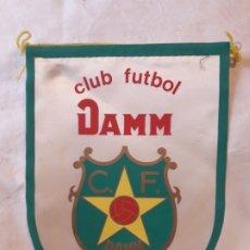 Banderines de colección: ANTIGUO BANDERÍN CLUB FUTBOL DAMM BARCELONA FUNDADO 1954. Lote 180491276