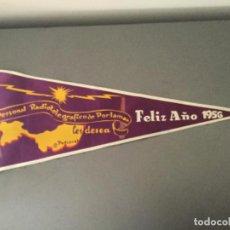 Banderines de colección: BANDERIN RADIO RADIOTELEGRAFICO DE PORLAMAR LES DESEA FELIZ 1956 COLOMBIA?. Lote 194705165