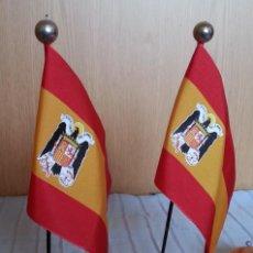 Banderines de colección: BANDERITAS FRANQUISTAS DE ESCRITORIO. PAREJA.. Lote 195395628