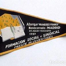 Banderines de colección: BANDERÍN ALBERGUE FRANCISCO FRANCO , NAVACERRADA. FRENTE JUVENTUDES 1957. Lote 202953998