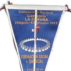 Banderines de colección: BANDERÍN CAMPAMENTO NACIONAL GANDARIO, LA CORUÑA, FRENTE JUVENTUDES 1957. Lote 203029173