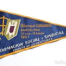 Banderines de colección: BANDERÍN FRENTE JUVENTUDES, ALBERGUE GUINARDO, BARCELONA 1957. Lote 203029566