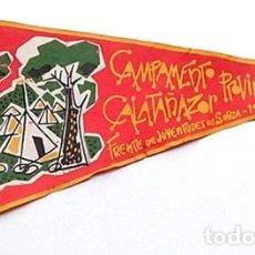 Banderines de colección: BANDERÍN CAMPAMENTO PROVINCIAL DE FRENTE JUVENTUDES CALATAÑAZOR -SORIA 1957. Lote 203034346