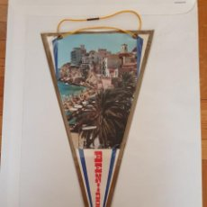 Banderines de colección: BANDERÍN PLASTIFICADO DE BENIDORM AÑOS 50. Lote 215695758
