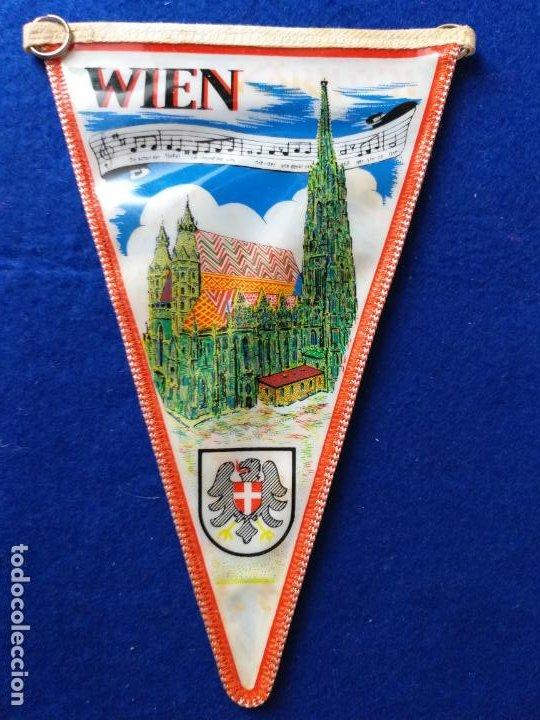 Banderines de colección: Antiguo banderin con publicidad de Osterreich. Austria. Al dorso imagen y escudo de Wien - Foto 2 - 216021722