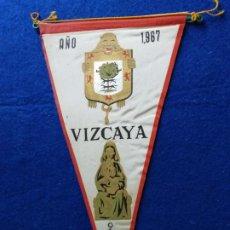 Banderines de colección: ANTIGUO BANDERÍN DE VIZCAYA. CON PUBLICIDAD DE VIZCAYA OS ESPERA. AÑO 1967. Lote 217521090
