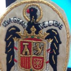Banderines de colección: ANTIGUO ESCUDO ESCARAPELA BORDADO,ESPAÑA FRANQUISTA,FRANCO,FALANGE. Lote 218705145