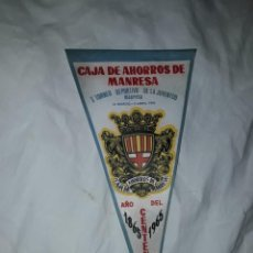 Banderines de colección: BANDERÍN DE TELA CAJA DE AHORROS DE MANRESA CENTENARIO 1865/1965. Lote 222033463